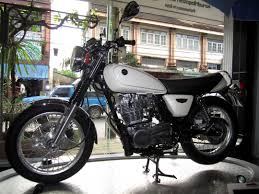 Yamaha SR400 as a Good Motorcycle for a Small Female Beginner?