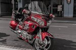 Road performance of HARLEY ROAD GLIDE and HONDA GOLD WING