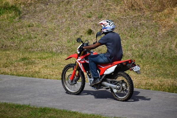 Avoid Back Pain While Riding A Motorcycle